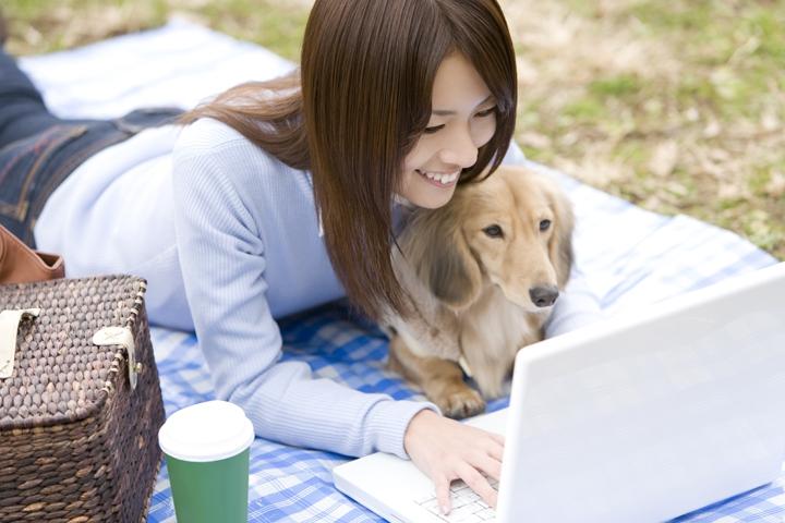 飼い主と賢い犬