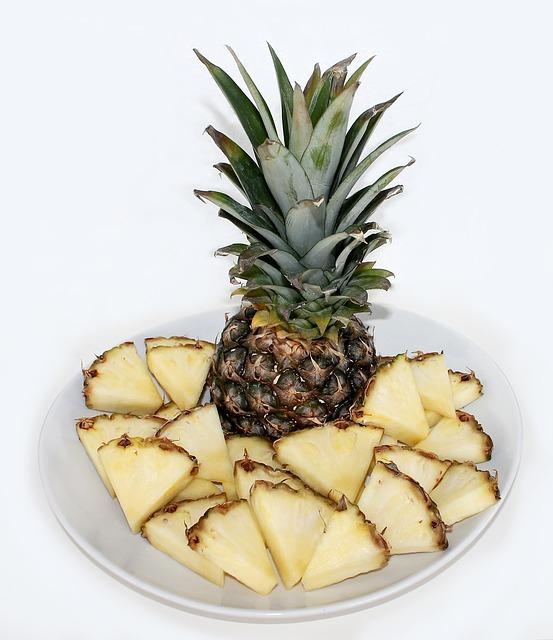 小さく切ったパイナップル