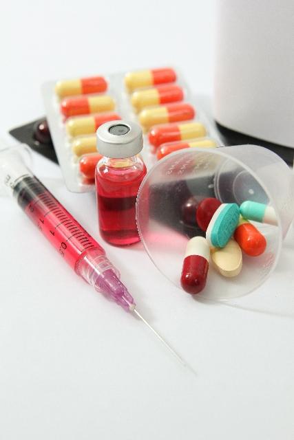 注射器と薬の画像