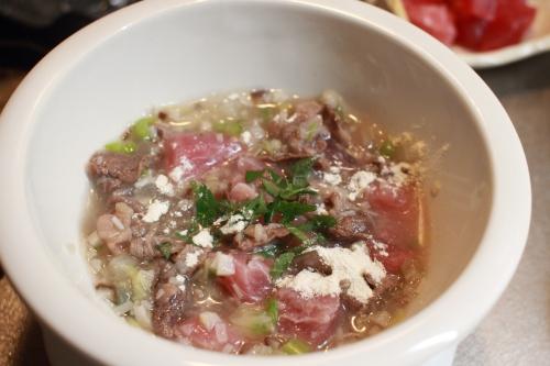 肉、魚、キノコ、野菜の入ったオートミール