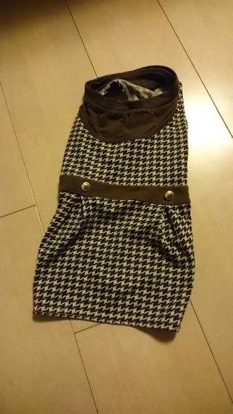 ミニチュアダックスのレトロ柄のワンピース服