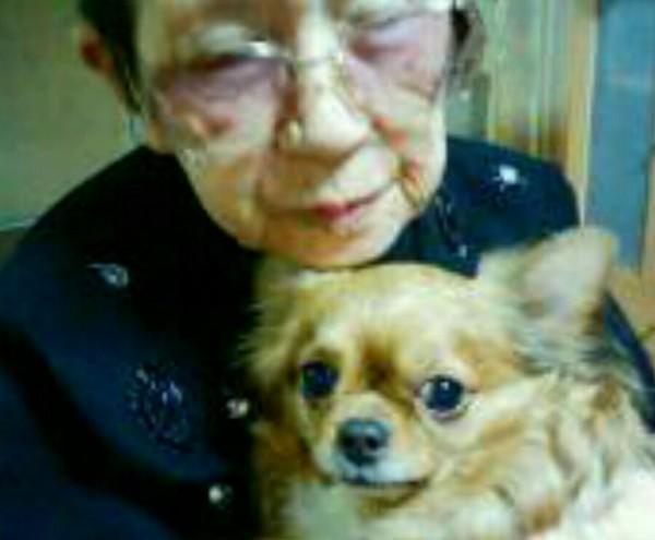 おばあちゃんと愛犬リカ