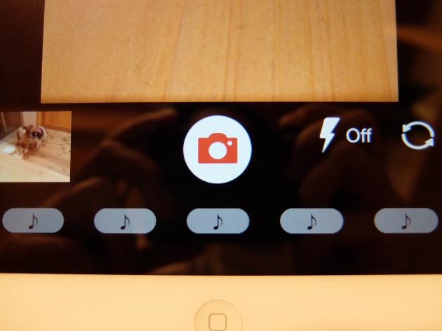 カメラの下にある「♪」ボタン