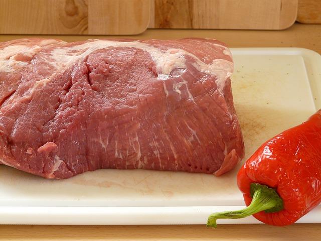 まな板の上の豚肉