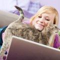 猫が飼い主に『体当たり』をしてくる時の心理3つ