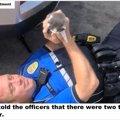 子猫たちから、家族として選ばれた警察官