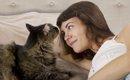 猫が飼い主と一緒に寝たがる7つの理由とは?心理や眠るときの注意点