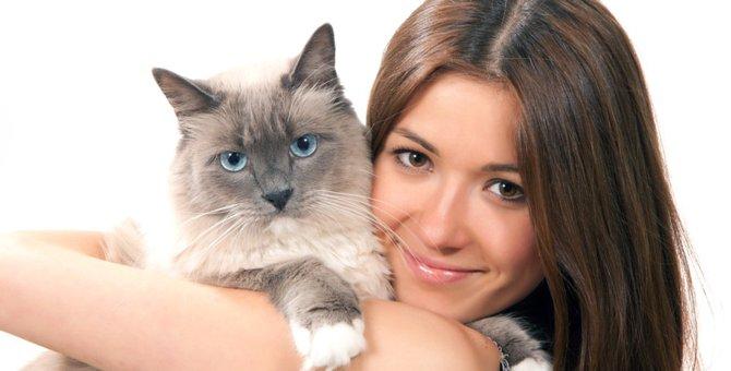 猫が背中に乗ってくる6つの心理