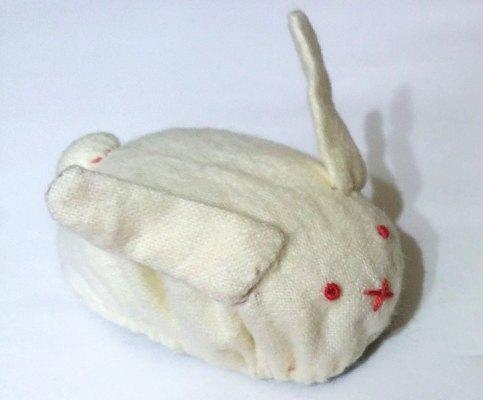 ねこちゃん大興奮!ちょろQを使った猫のおもちゃ「ウサウサカー」の作り方