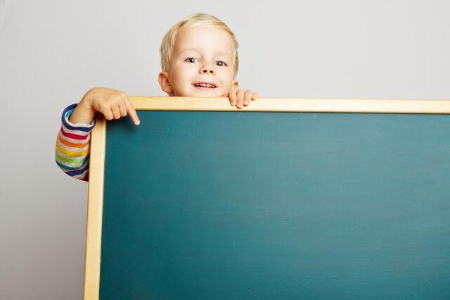 黒板と子供