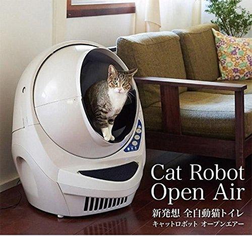 全自動猫トイレに入る猫