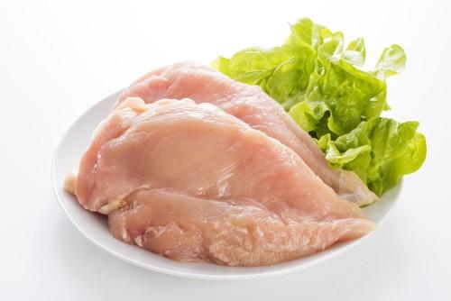 生の鶏肉の写真