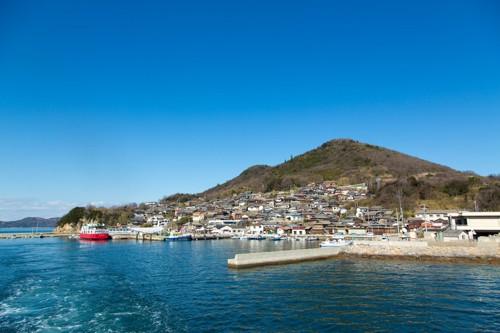 海からみた男木島
