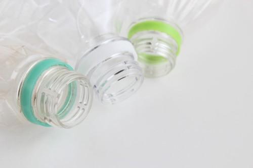 3つのペットボトル