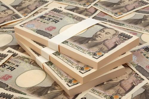 たくさんの100万円の束