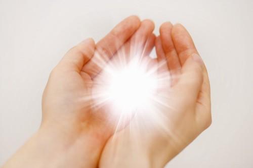 手の中に光