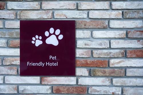 ペットホテルの看板