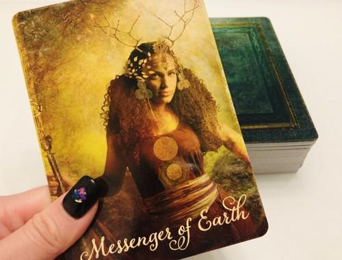 地のメッセンジャーのカード