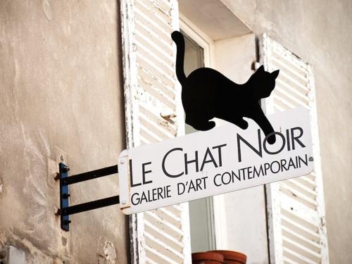 猫のシルエットの看板