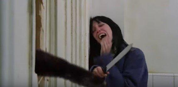 ドアに穴を開けたアウルキティ