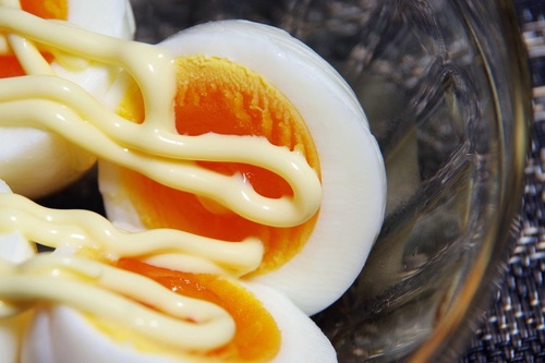 マヨネーズがかかった卵