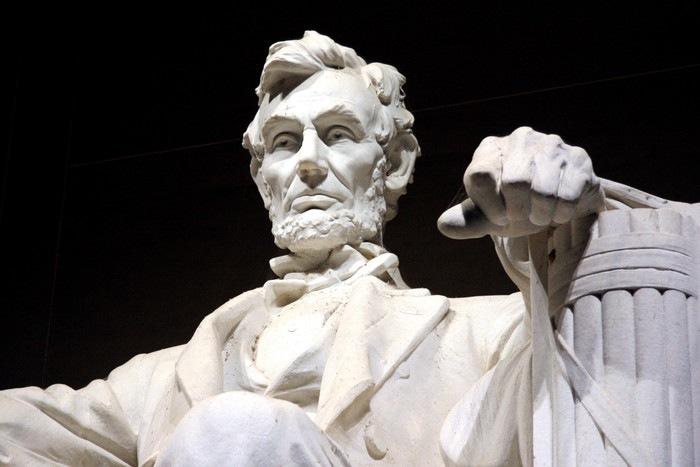リンカーンの石像