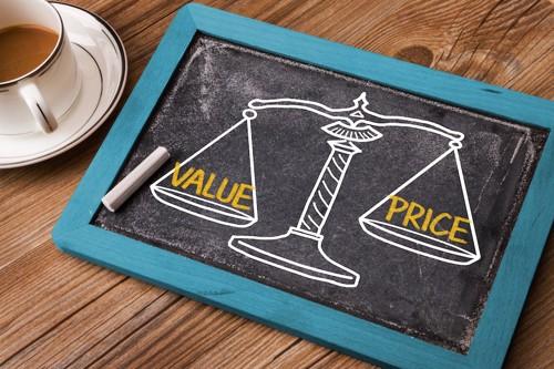 valueとpriceの天秤が書かれた黒板