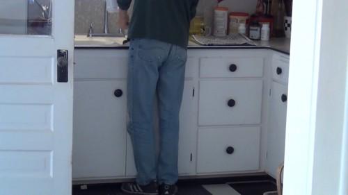 キッチンに男性
