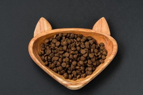 猫型の猫の食器