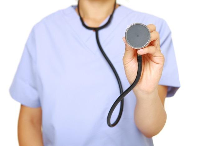 聴診器を持つ医者
