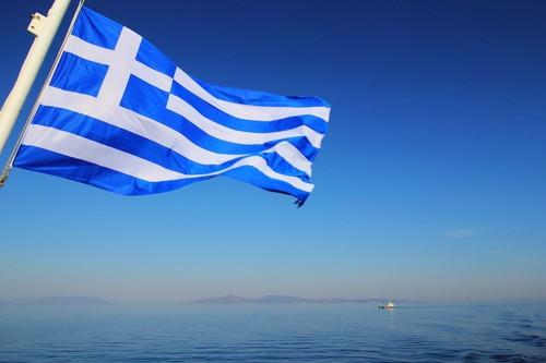 海とギリシャの国旗