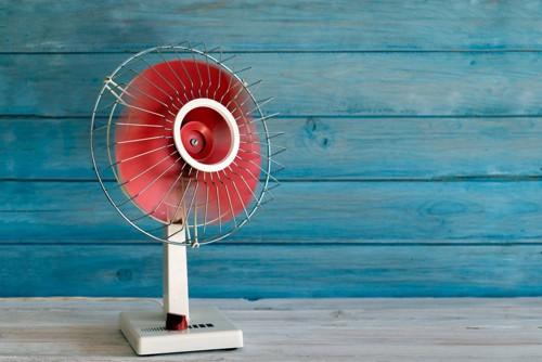 古い形の扇風機