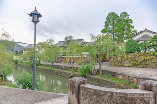 美観地区の水辺の通り