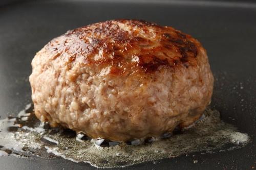 調理中のハンバーグ