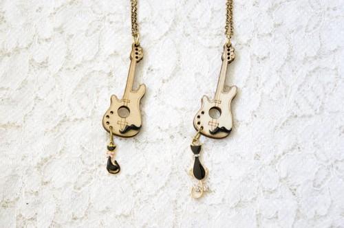 ひげギターの黒猫ネックレス