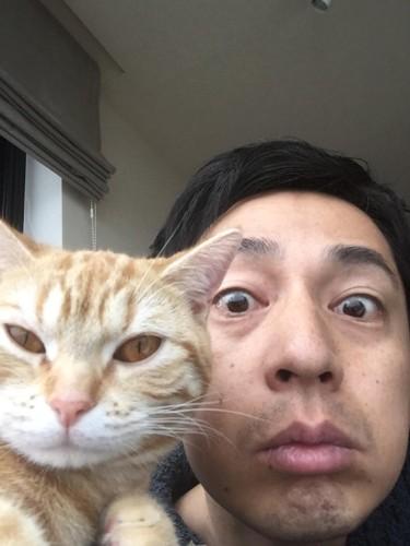 徳井さんと猫 どアップ