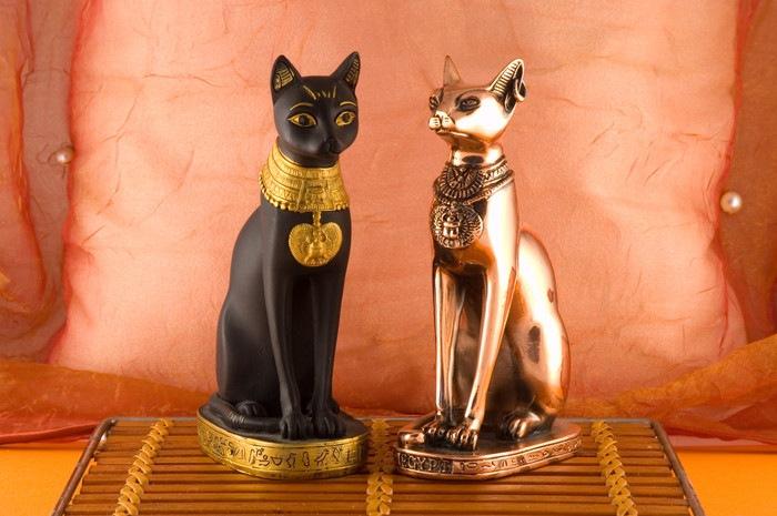エジプトの猫の像