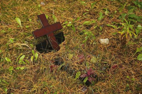 十字架があるペットのお墓