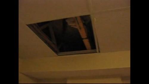 天井裏に引っ込む