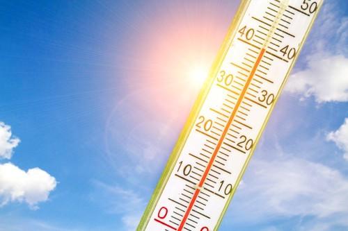 温度計と青い空