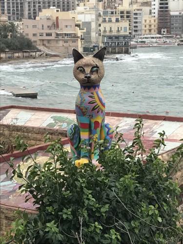 スリマの猫像