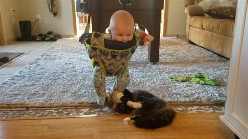 嬉しそうな赤ちゃん