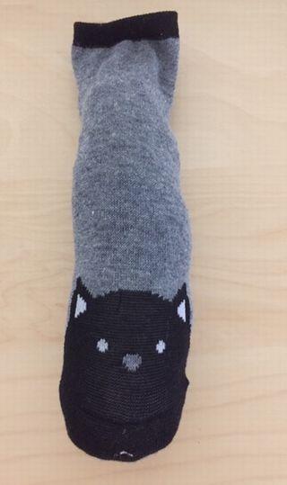 靴下に綿を入れている
