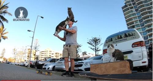 人間に飛び乗る猫2