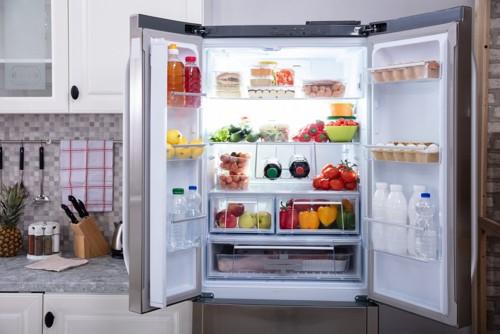 開いている冷蔵庫
