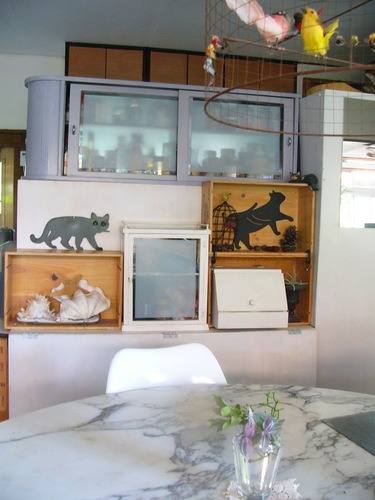 ダイニングテーブルも写った猫階段