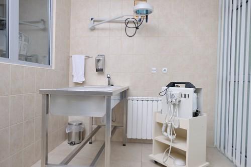 清潔な病院の診察室