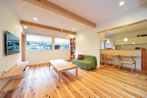 緑色のソファーがある部屋