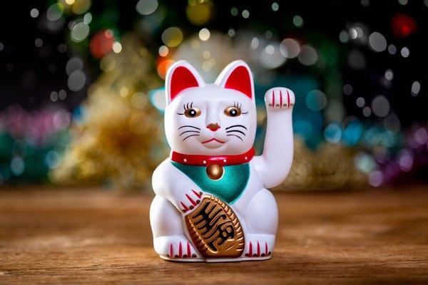 白い招き猫