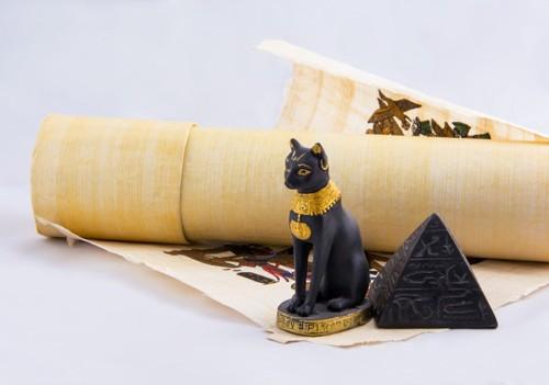 古代エジプトの猫の置物